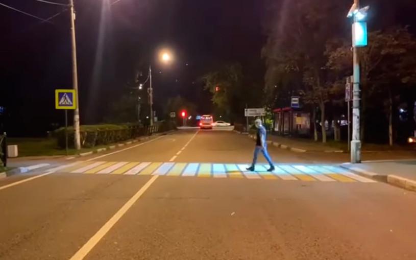 В Подмосковье появилась «зебра», подсвечивающая путь пешеходу. Видео