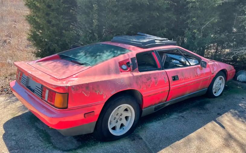 В Техасе нашли заброшенный спорткар Lotus 1988 года. Видео