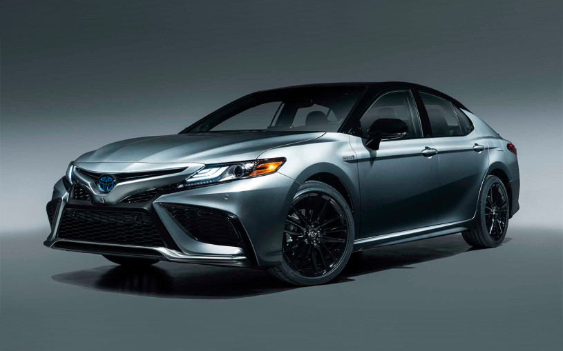 Toyota представила обновленную Camry