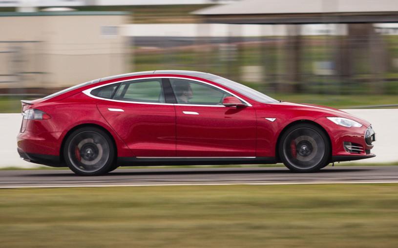 Немец проехал более 1 млн километров на Tesla Model S за 5 лет