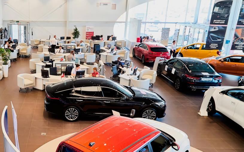Продажи автомобилей в России в первом полугодии выросли на 37%