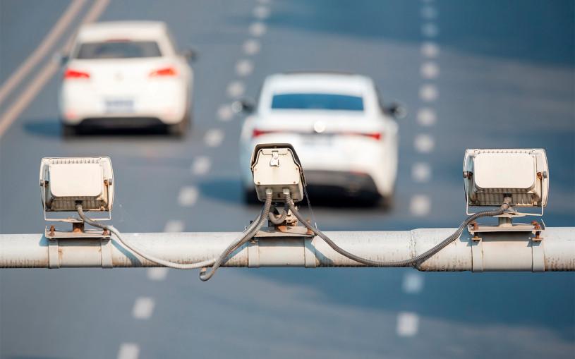 Камеры на каждом столбе: водителей предупредили о штрафах за все подряд