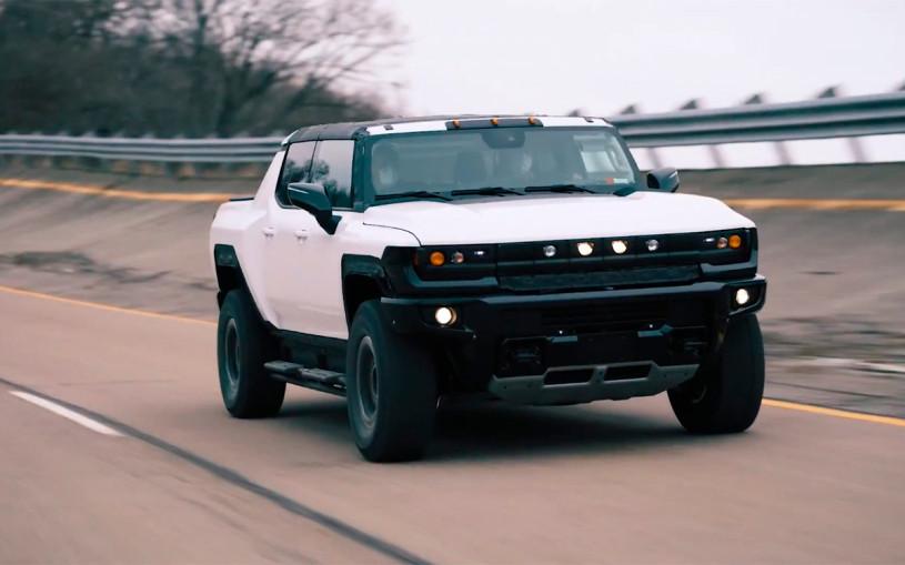 Первые ходовые прототипы пикапа Hummer показали на видео