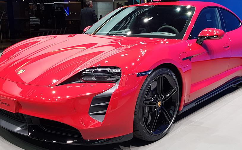 Porsche раскрыл планы по продажам Taycan в России