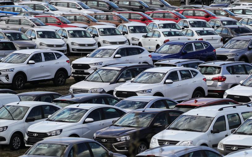 Стало известно, какие машины на «механике» чаще всего покупают россияне