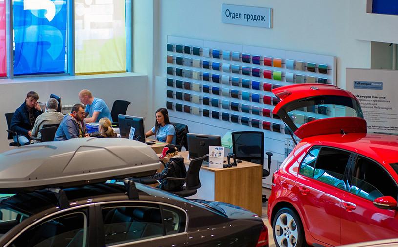 За месяц 25 компаний изменили цены на автомобили в России