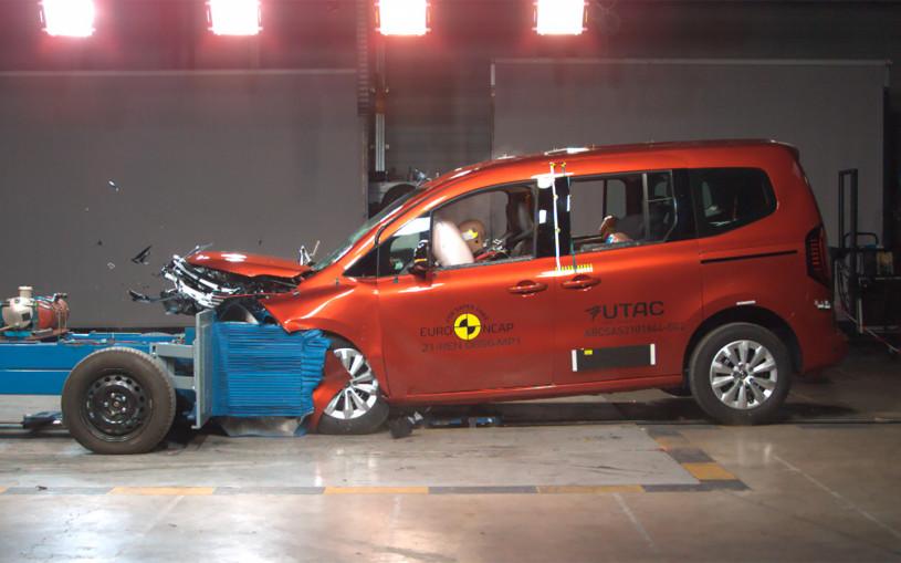 Opel Mokka и Renault Kangoo разбили на краш-тестах Euro NCAP. Видео