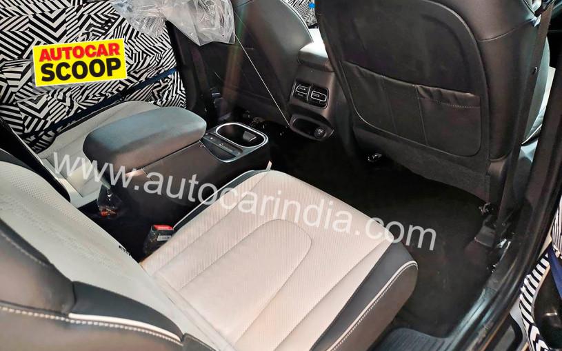 Появились первые снимки салона семиместной Hyundai Creta