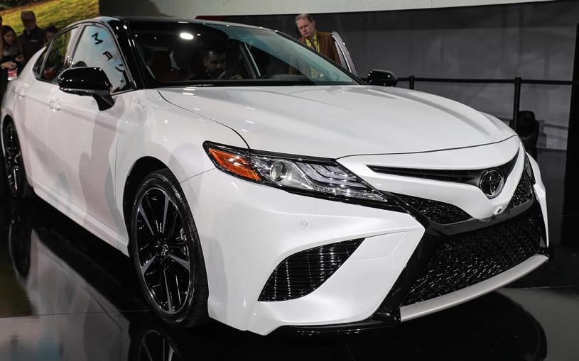 Toyota представила Camry нового поколения