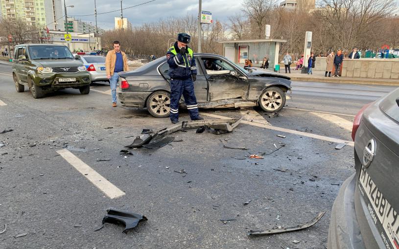 Власти объяснили, почему машины после ДТП нужно убирать с дороги