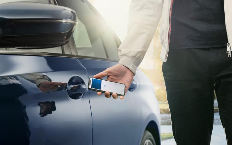 Смартфоны iPhone заменят ключ для автомобилей BMW