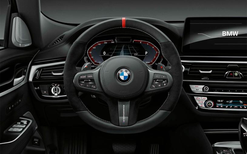 Автомобили BMW научились предупреждать о дорожных камерах в России