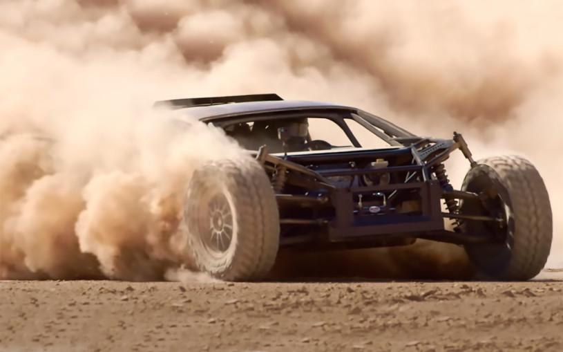 Суперкар Lamborghini Huracan превратили в «пустынного прыгуна». Видео