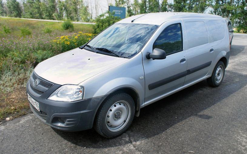 АвтоВАЗ объявил цены и комплектации фургона Largus