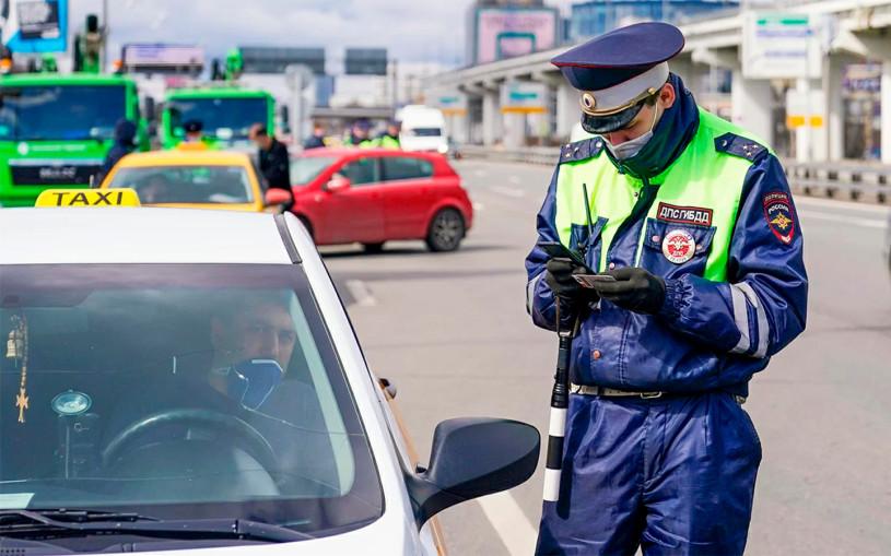 Автомобилистам продлили срок замены водительских прав до конца года