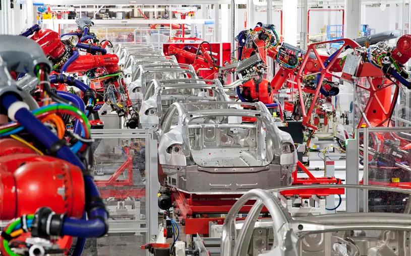 Tesla приостановит выпуск больших электрокаров из-за падающего спроса