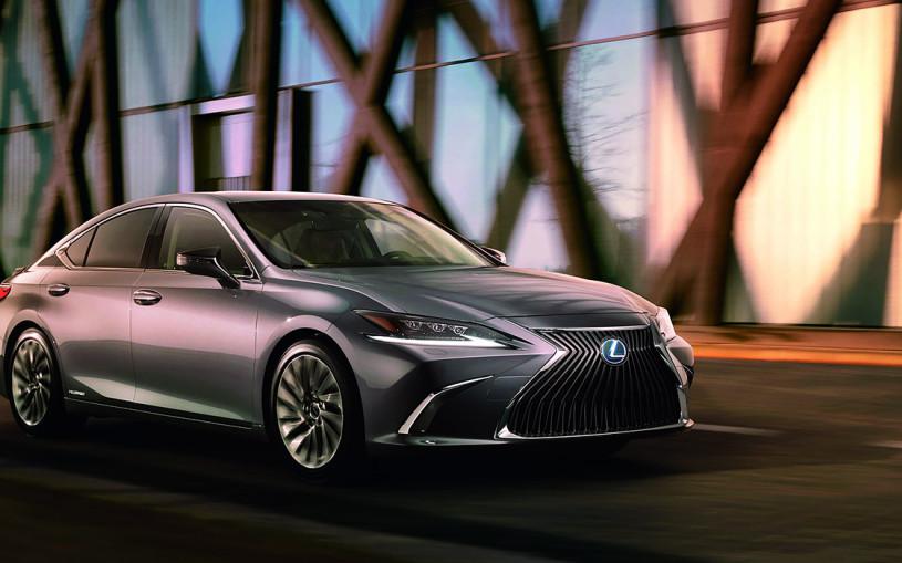Lexus впервые показал ES нового поколения