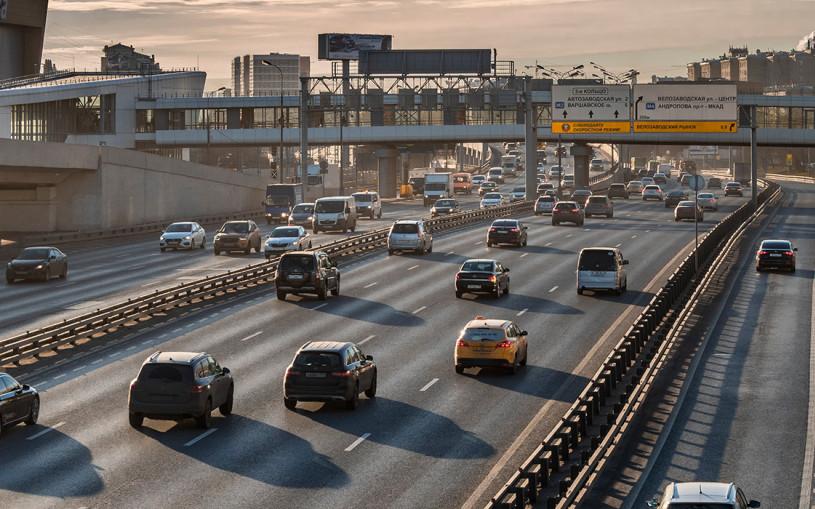 Телепорт на газон и ДТП с трамваем: топ-7 странных ситуаций с водителями