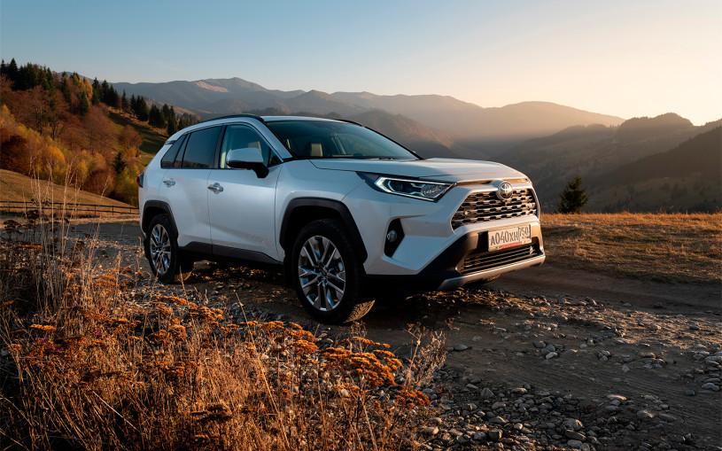 Покупаем Toyota RAV4: реальные цены, версии, наличие, сроки