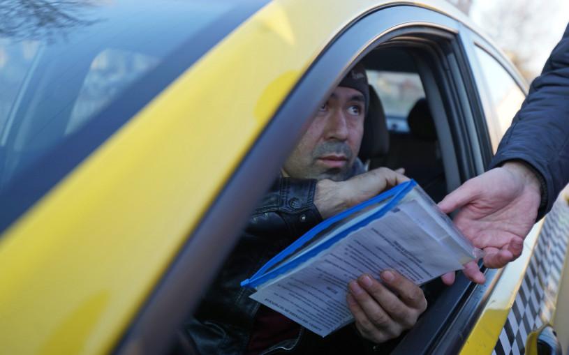 Московским таксистам заведут цифровые профили