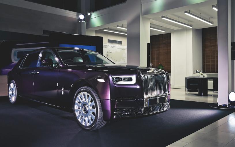 Видео: первое знакомство с новым Rolls-Royce Phantom