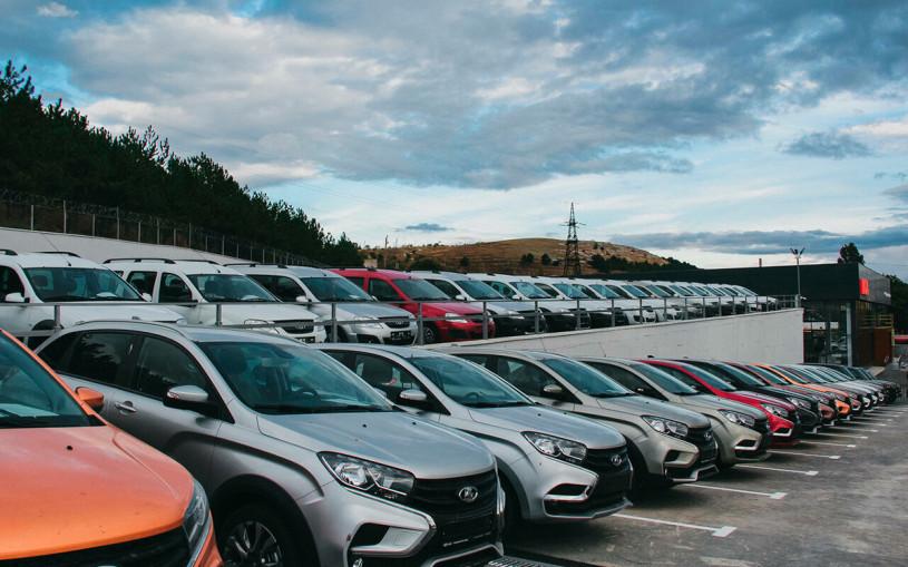 В Госдуме предложили отменить транспортный налог на российские машины