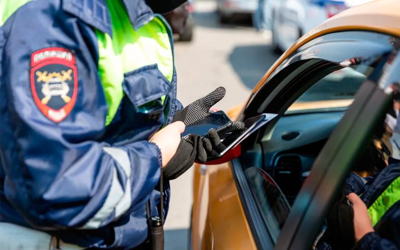 Сотрудникам ГИБДД запретят использовать телефоны остановленных водителей