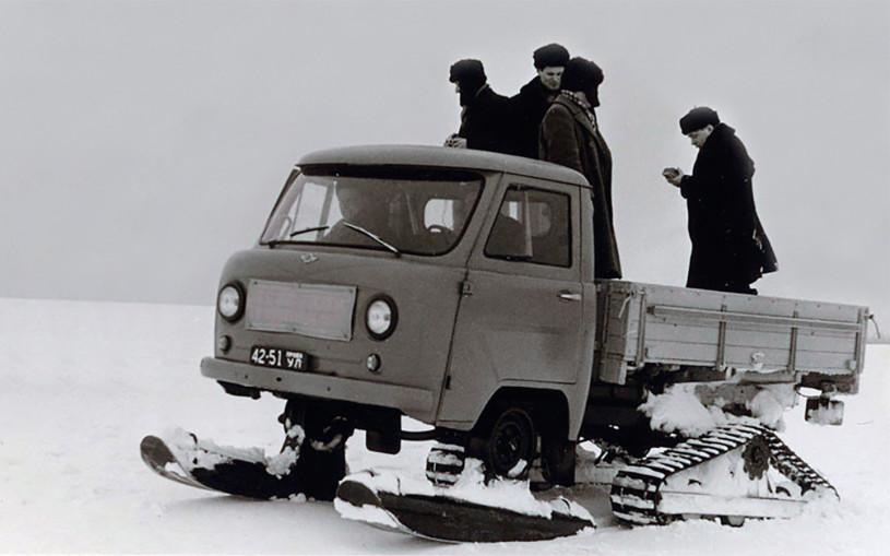 УАЗ показал «Буханку» на гусеницах и лыжах