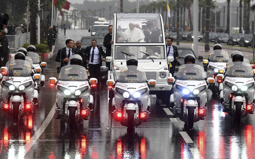 От Mercedes до УАЗа: самые интересные автомобили папы римского