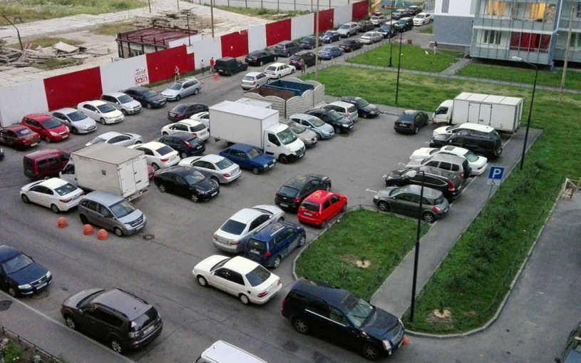 «Во дворах ужас с «ГАЗелями». Кому запретили парковаться в жилых зонах