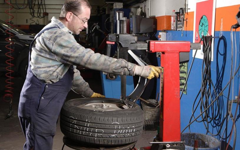 Власти рассказали, когда менять зимние шины на летние