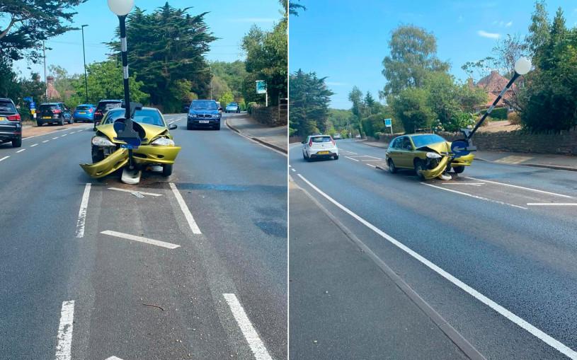 Автомобиль протаранил столб из-за паука. Фотофакт