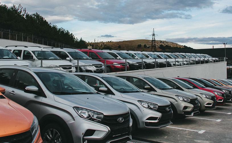 АвтоВАЗ поднял цены на все модели Lada