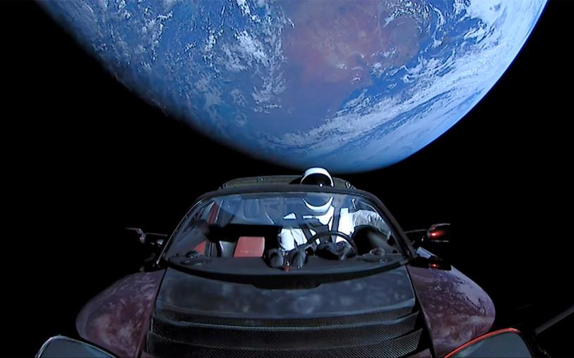 Электрокар Tesla Roadster признали космическим мусором