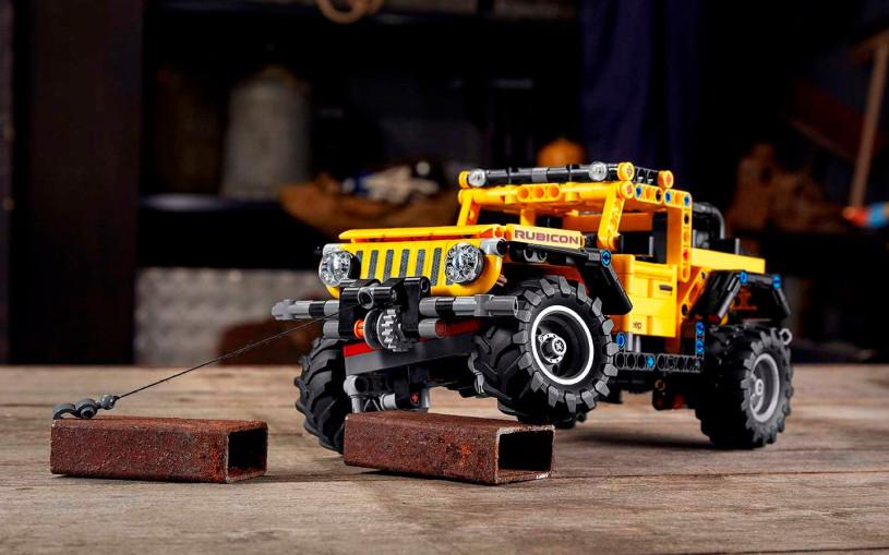 Точную копию внедорожника Jeep Wrangler собрали из Lego