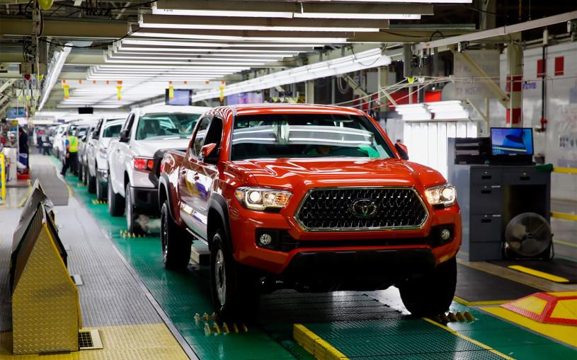 Toyota почти вполовину урежет производственный план в октябре