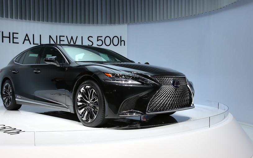 Новый Lexus LS получил рекордный проекционный дисплей