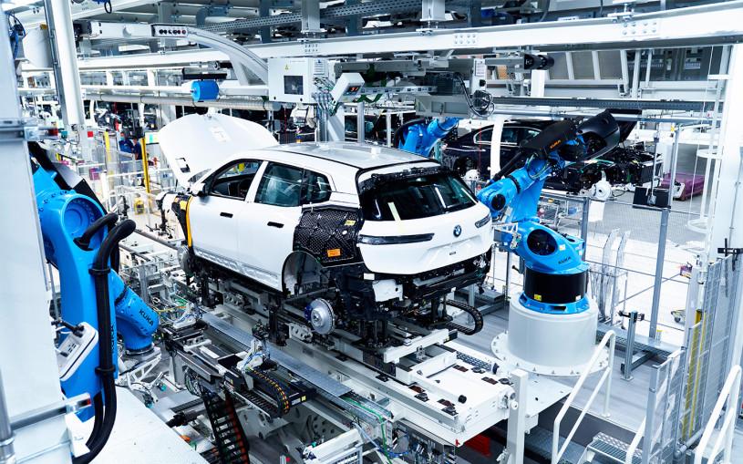 Mercedes и BMW ограничат выпуск машин ради сохранения высоких цен