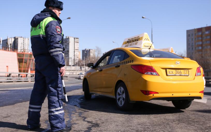 Стало известно, что именно инспекторы проверяют у таксистов