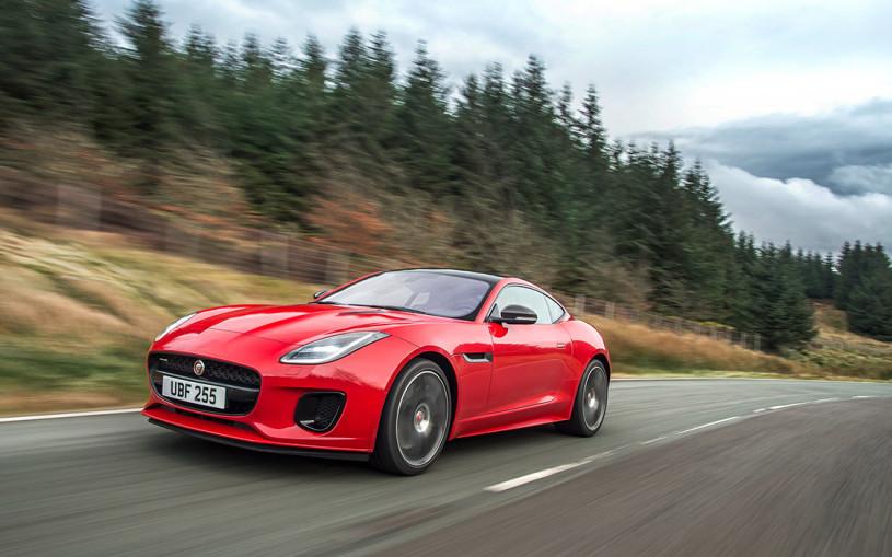 Jaguar назвал дату появления F-Type с новым двигателем в России