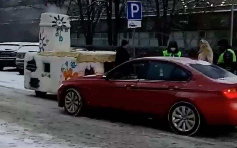 «Емеля доездился». В Москве BMW врезалась в печку