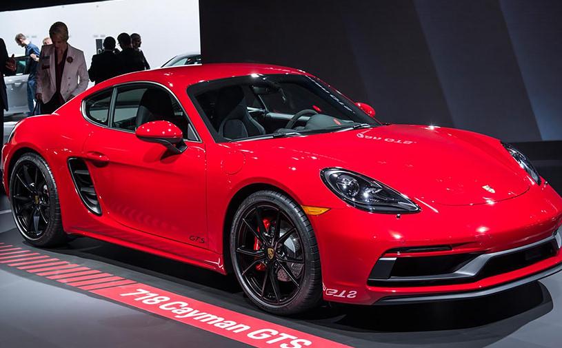 В Лос-Анджелесе показали быстрейшие версии Porsche 718 Cayman и Boxster