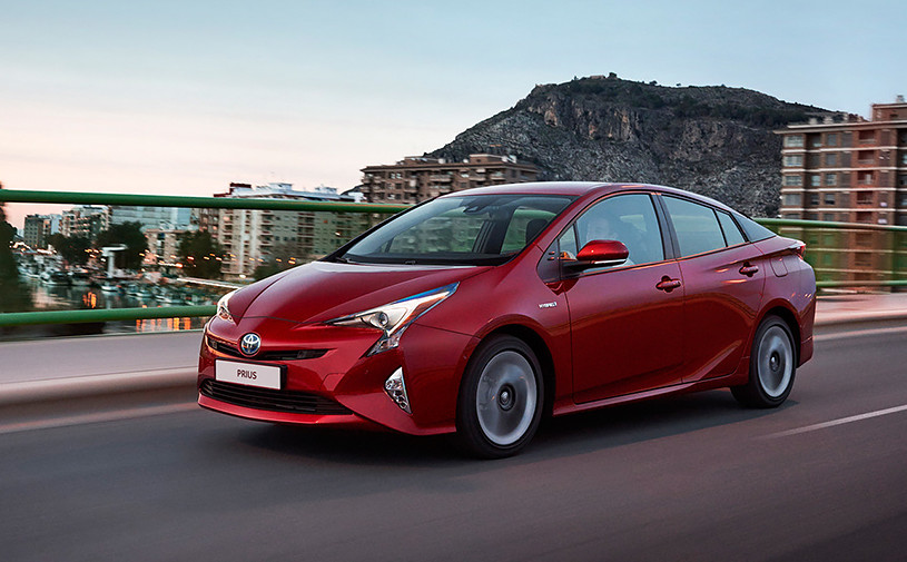 Toyota начала российские продажи нового Prius