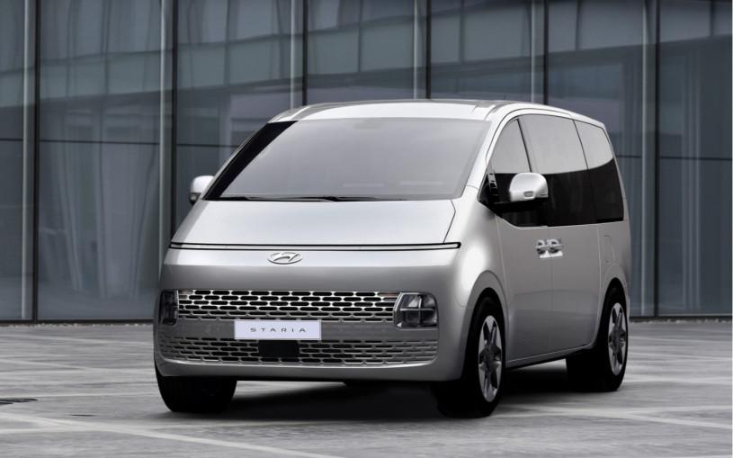 Названы характеристики нового минивэна Hyundai с космическим дизайном