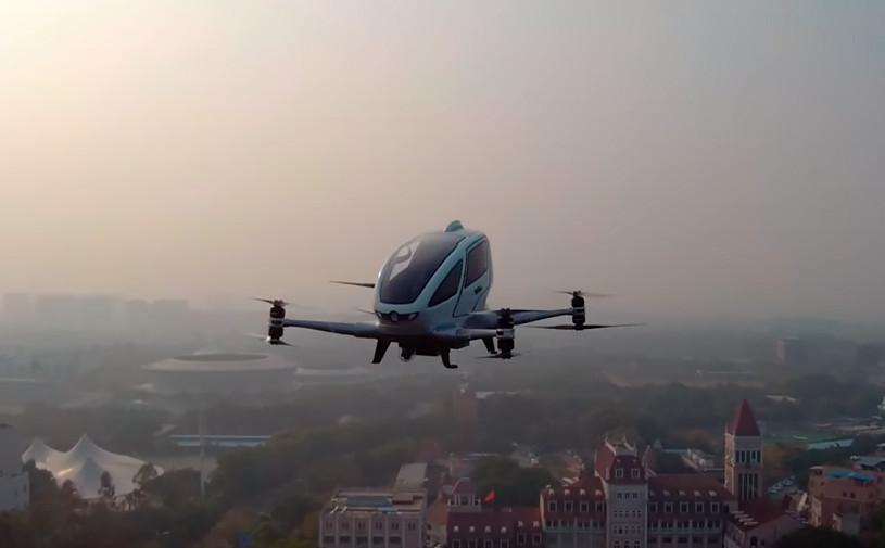 Видео: китайцы испытали летающий беспилотник с настоящим пассажиром