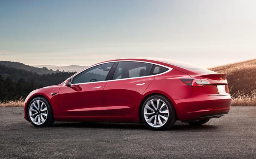 Tesla выпустит недорогой электрический хэтчбек