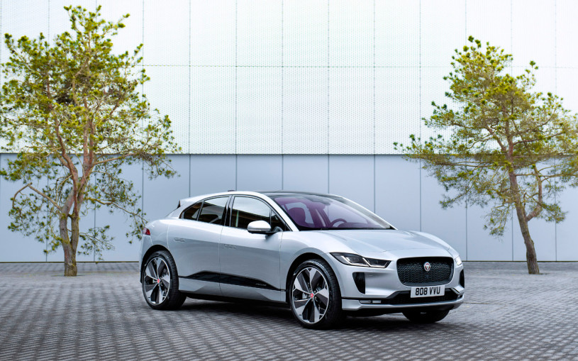 Jaguar назвал российские цены на обновленный кроссовер I-Pace