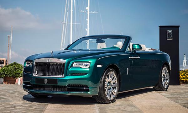 Rolls-Royce Wraith и Dawn получили эмблемы из белого золота