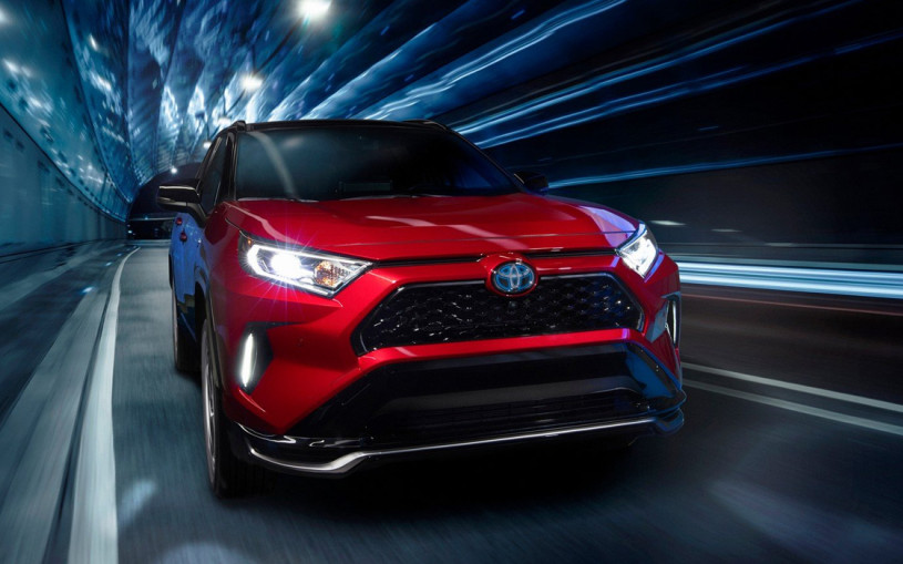 Toyota представила самый мощный и экономичный RAV4