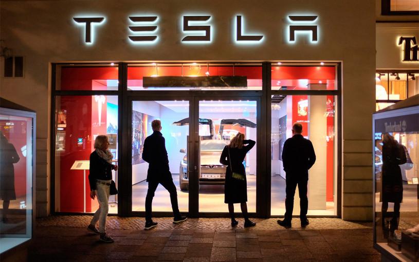 В Китае Tesla отзовет 285 тысяч машин из-за проблем с автопилотом
